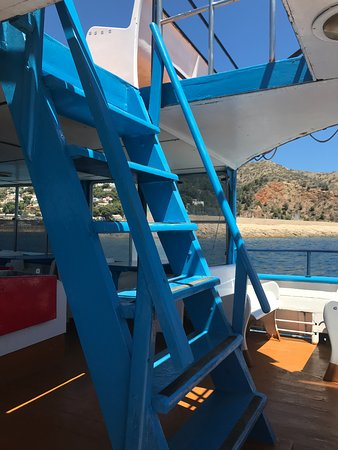 Mundo Marino Javea: The steps to the upper deck