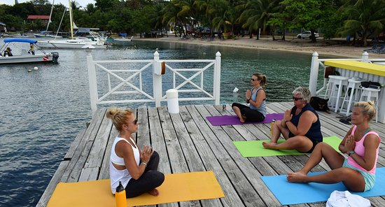 Sandy Bay, Гондурас: Santosha Beach Yoga on The Beach House dock in West End.