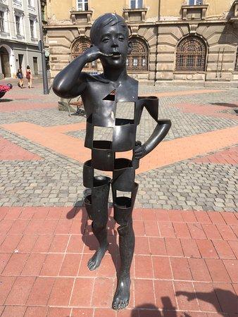 Libertatii Square: Sculpture in Piata Libertatii