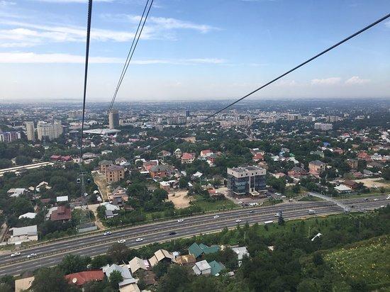 Kok-Tobe Hill: Riding the gondola up Kok Tobe