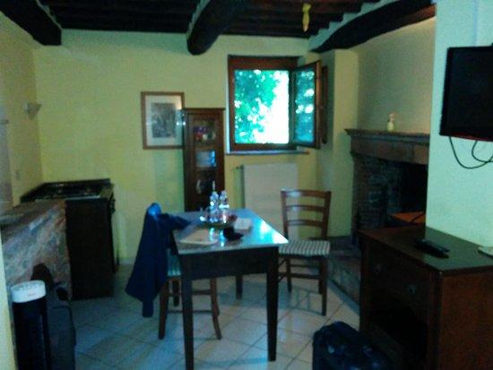 Borgo Giusto: winziges Fenster - aber irgendwie auch urig
