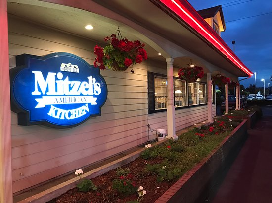 Mitzel's American Kitchen: Looks very inviting from the outside.