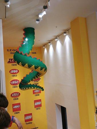 Lego Shop: la queue du dragon en légo