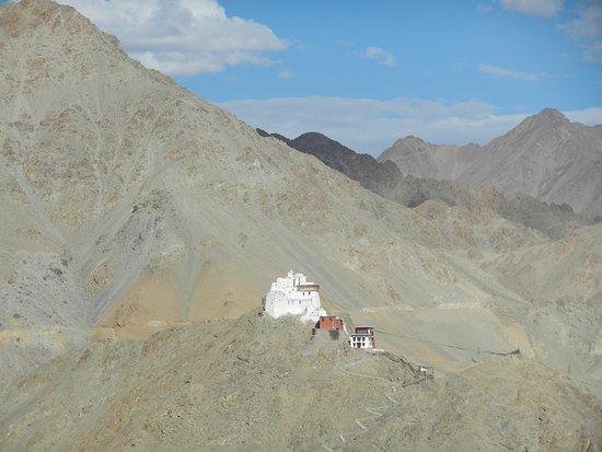 Shanti Stupa: Leh Palace view