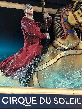 O - Cirque du Soleil: Don't miss O!  Worth every penny!