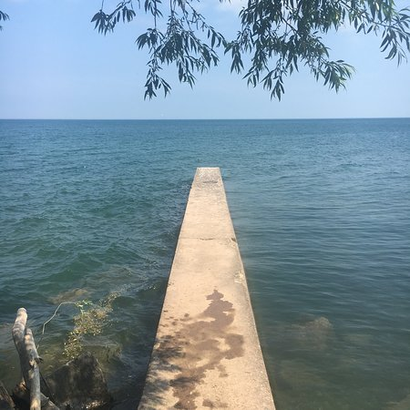 Barker, نيويورك: very tiny and small pier to the lake