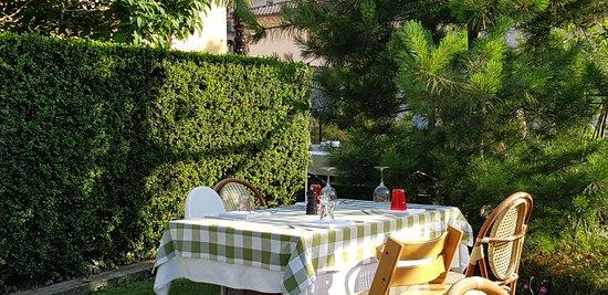 Hochgenuss der Tessiner Küche mit wunderschönen Gastgarten