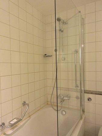 Shower/tub - Picture of Radisson Blu Airport Hotel, Oslo Gardermoen ...