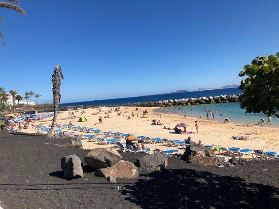 Playa Dorada Beach: View of the entire beach