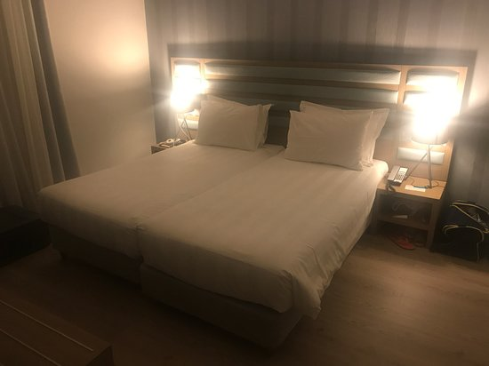 Athens Tiare Hotel: The bed