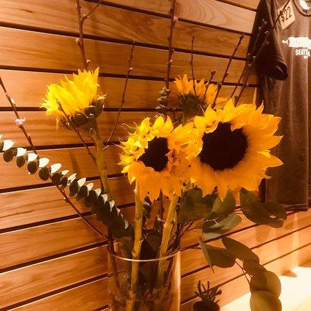 Sugar Bakery & Coffeehouse: Sunflowers