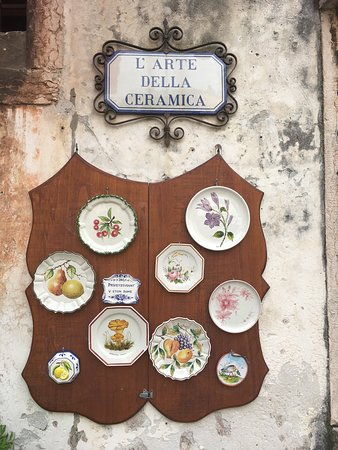 Ponte degli Alpini: Porcelain plates