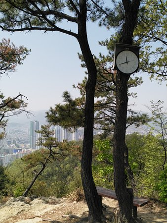 Hiking Paryongsan Mountain: a real clock