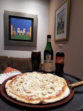 Fernando de la Mora, Paraguay: Bella Ciao / Pizzas Caseras