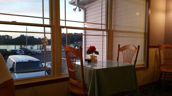 Ridge, Мэриленд: Sunset Cove Waterfront Restaurant
