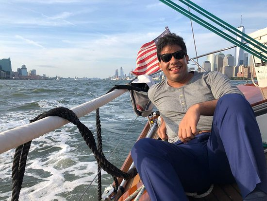 Tribeca Sailing: See the amazing view behind!