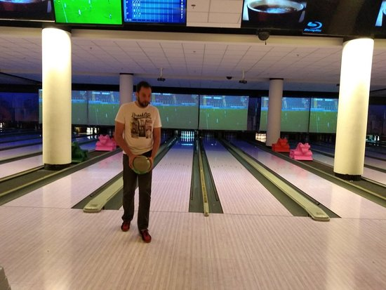 Villa Bowling Shopping West Plaza