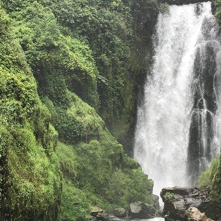 Cascada de Peguche: photo2.jpg