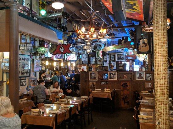 El Gabacho Tex-Mex Grill: Seating area and Bar