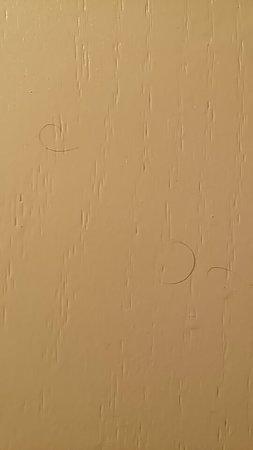 Days Inn by Wyndham Casper: pubic hairs on the bathroom door