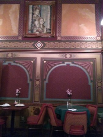 Fine Friends Cafe: Beautifully designed dining room.