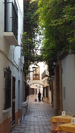 Plaza de Los Naranjos: Pelas ruas do centro