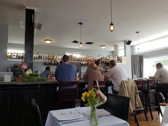 De La Terre: Inside and bar