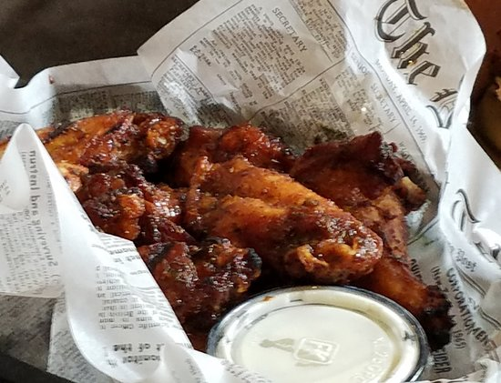 Victoria, MN: Wings at Floyds
