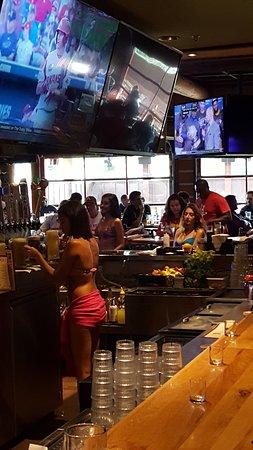 Twin Peaks Restaurants: Bar area