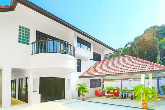 Sweet Villas Pattaya: Deluxe Four-Bedroom Villa with Private Pool and Jacuzzi