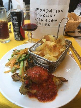 Le Cafe La Nuit: Local Arles chicken dish yumm