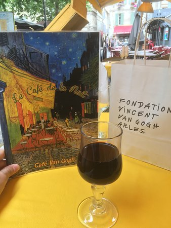 Le Cafe La Nuit: Menu, local wine