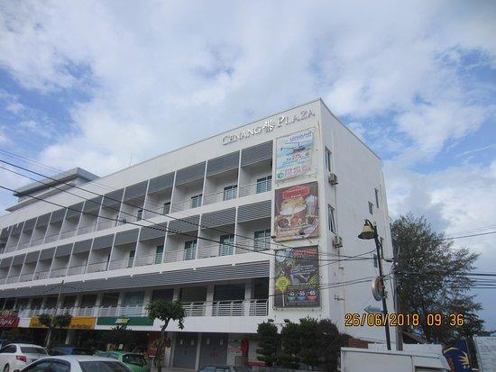 Nadias Hotel: Central location
