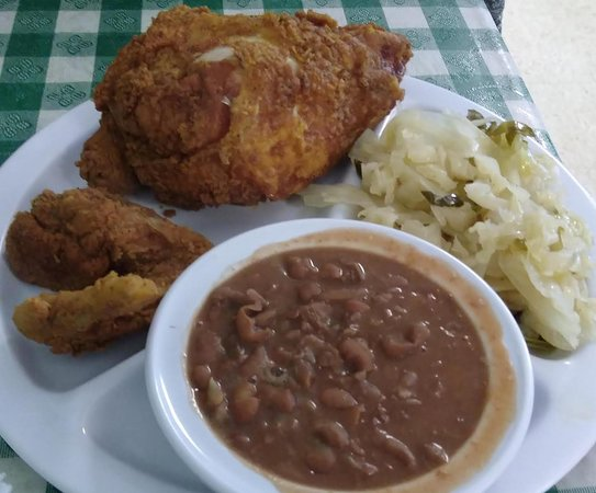 Dean's Southern Bistro: Fried chicken with cabbage and pintos.