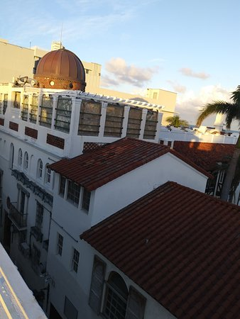 HIGHBAR: View of Versace Mansion