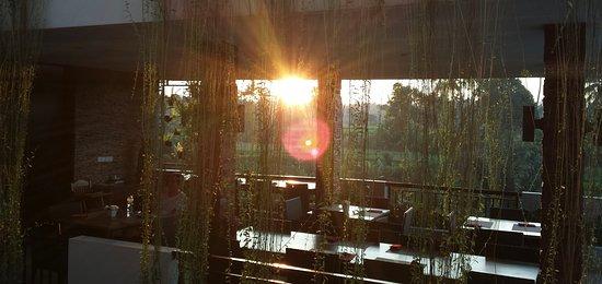 Puri Padma Hotel and Spa: early morning breakfast