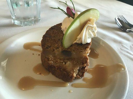 Kennicott Glacier Lodge: Desert (apple pie with caramel sauce)