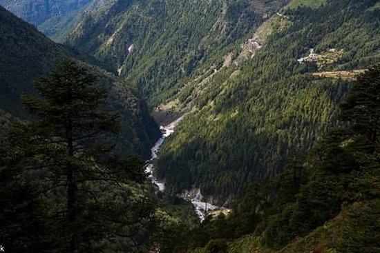 Himalayan Adventure: river