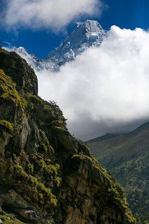 Himalayan Adventure: cloudy mountains