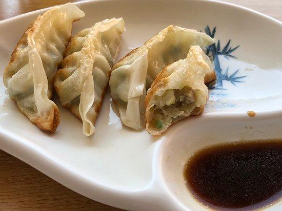 Sushi Yin: Gyoza poulet / légumes.