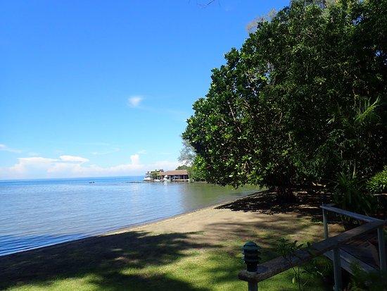 Walindi Plantation Resort: View towards dive shop