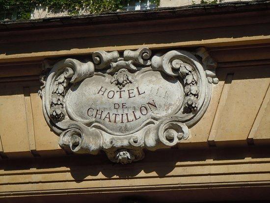 Hôtel de Chatillon: Médaillon en façade