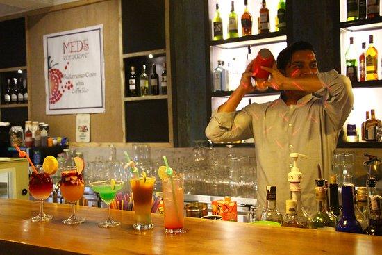 Med5 Restaurant: bartender kamal