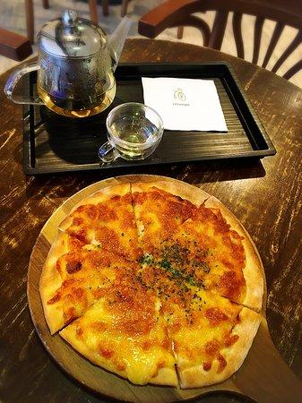 Crostini: Pizza set with white tea