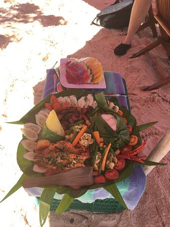 Liveaboard Sharing: Delicious bbq lunch