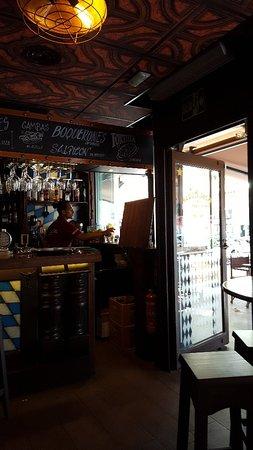 Platges de Benidorm: Beer House near beachfront