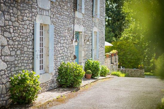 Saint-André-et-Appelles, France : Maison d'hôtes de La Source Chapelains