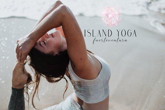 Island Yoga Fuerteventura: Yoga teacher Lisa enjoying the Yoga practice at the beach