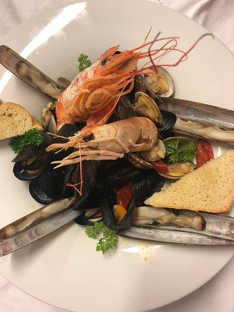 Ristorante Don Giovanni: Scialatielli Don Giovanni ai frutti di mare - Homemade scialatielli Don Giovanni with seafood