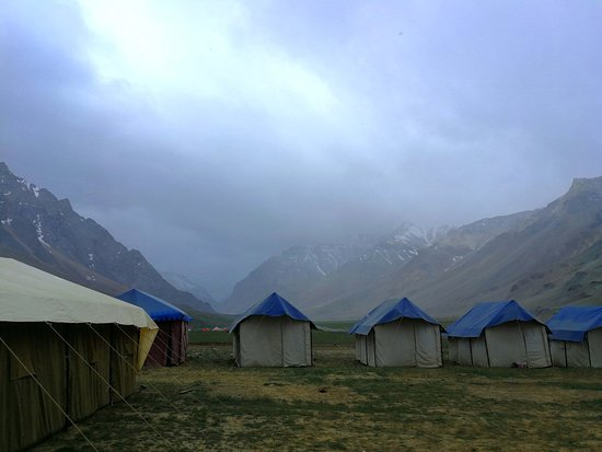 Sarchu, Hindistan: Morning view, when it was snowing......